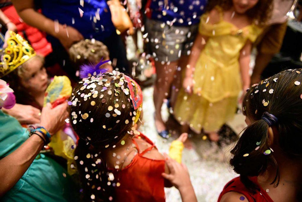 Bloco de carnaval infantil confete