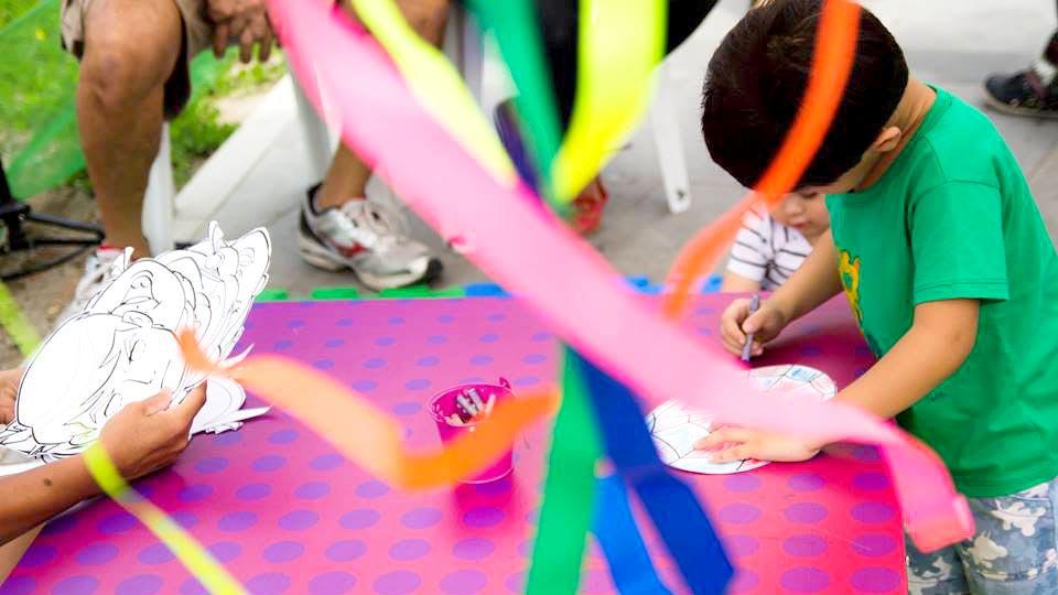Programa Infantil mesa com fitas