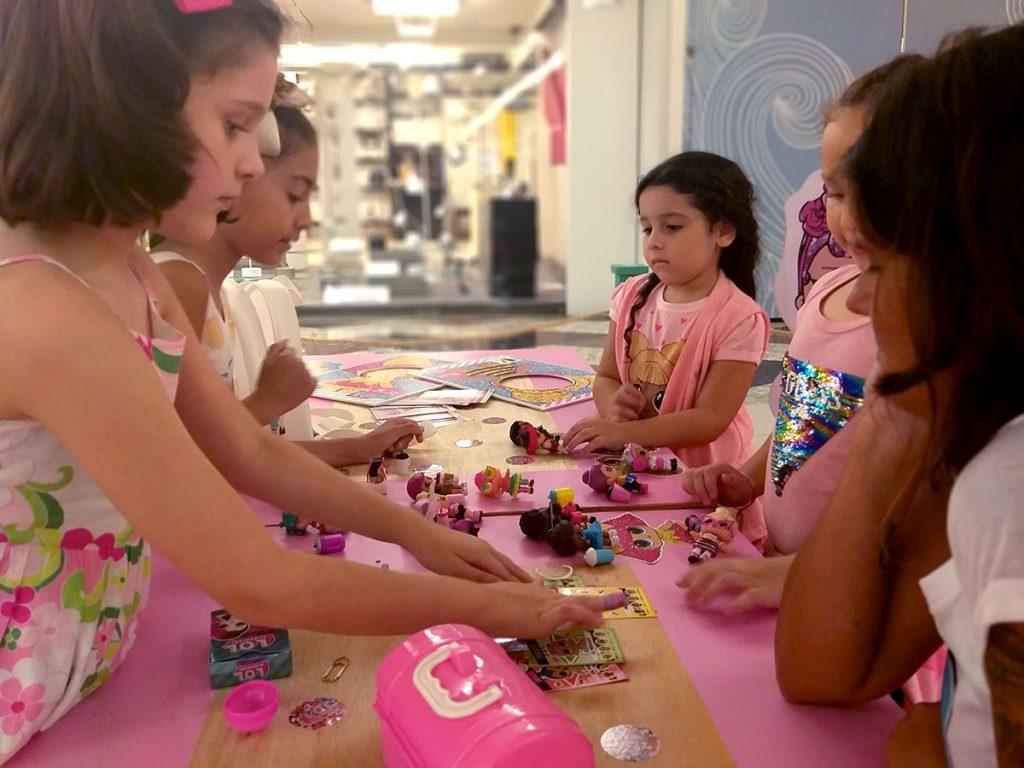 bonecas LOL meninas da mesa